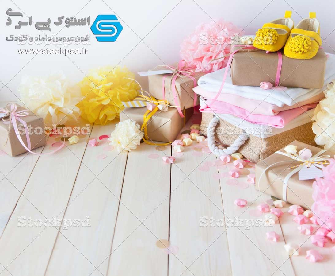 بک گراند کودک همراه با جعبه های کادویی
