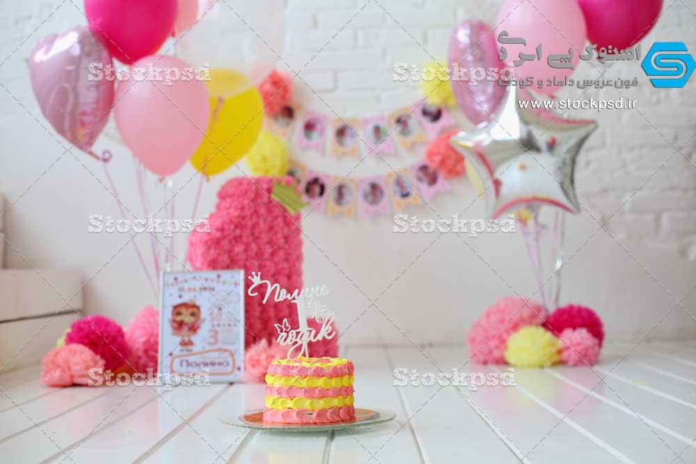 بک گراند تولد ۱ سالگی با استند عدد ۱ و کیک تولد